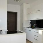 Izrada kuhinje, bijelo bojano - visoki sjaj te sobna vrata Hrast Antrazit