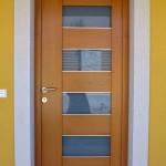 Masivna ostakljena ulazna vrata